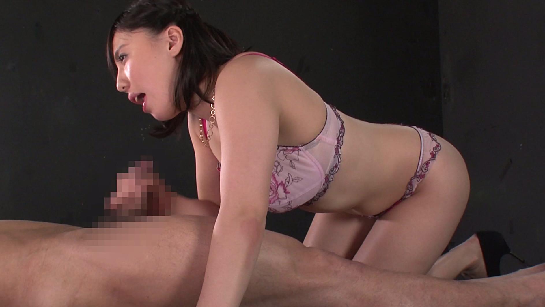 恥ずかしい穴を接写されて泥濡れする若妻