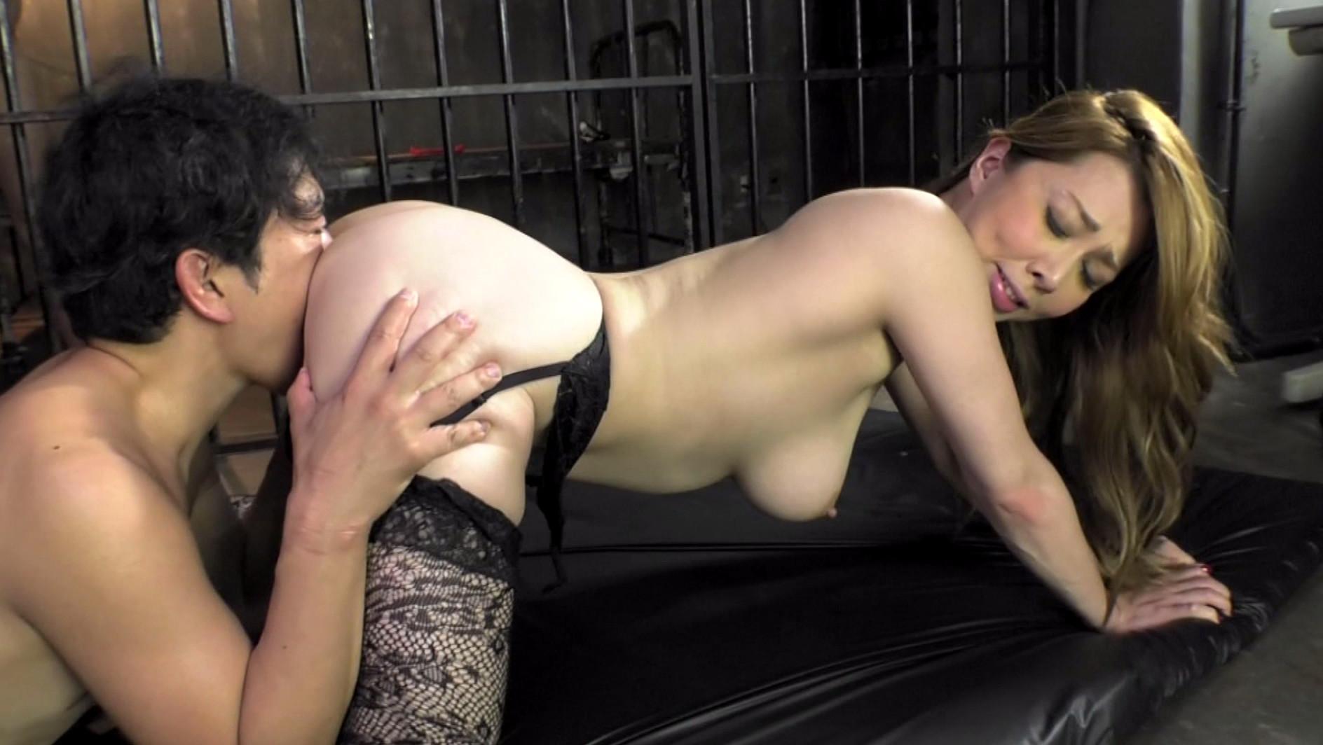 貞操帯のカギを握る女