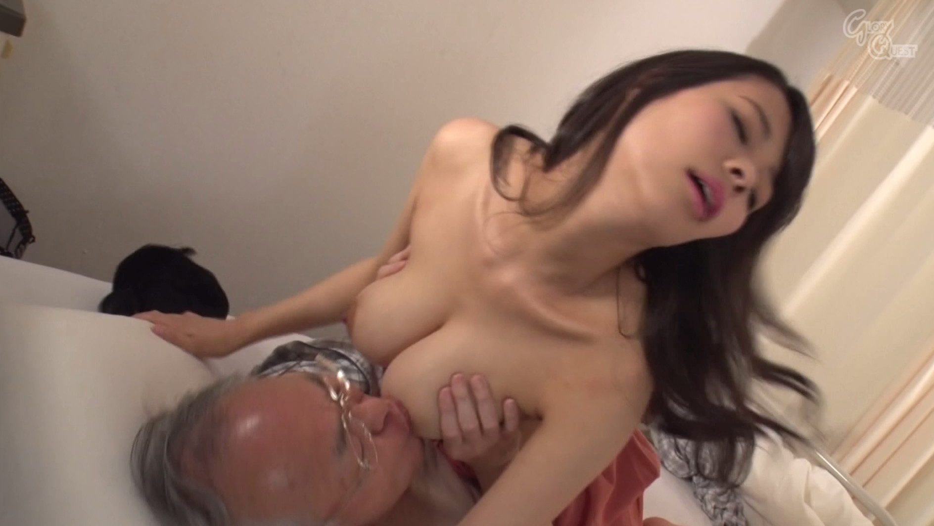 病院で噂の老人たちの性処理をする巨乳嫁