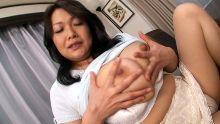 爆乳熟母 過剰な母性愛
