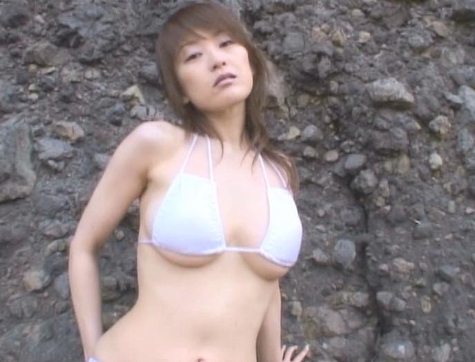 山田誉子さんのビキニ