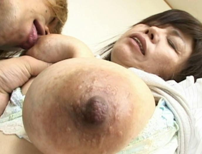 カノジョのママは、超爆乳
