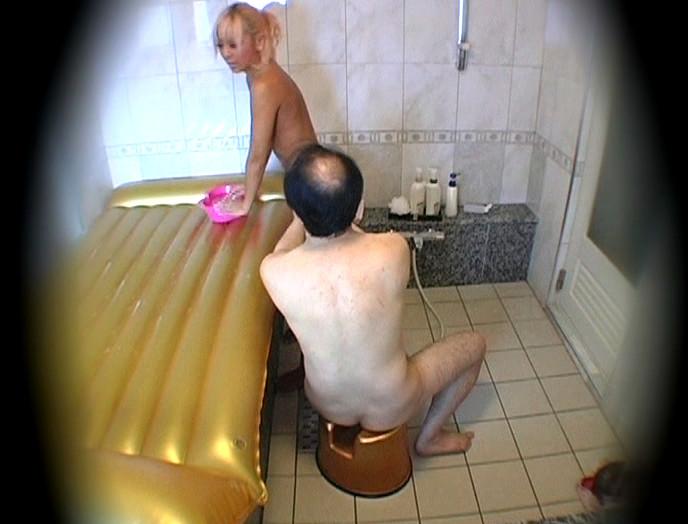 ラブホテルで愛し合う日本の熟年夫婦無料エロ動画